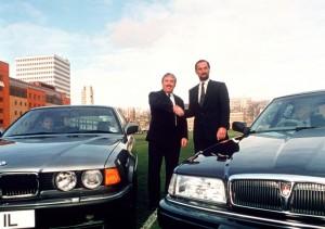 Les CEO de British Aerospace, Dick Evans, et BMW, Bernd Pischetsrieder, en 1994.