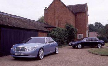 Modèle composite du projet R55, avec en arrière-plan un modèle composite de la future Rover 75 (R40)