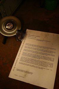 La lettre envoyée par les administrateurs aux salariés de MG Rover Group leur annonçant de rester chez eux, toute l'activité étant stoppée (le 11 avril 2005)